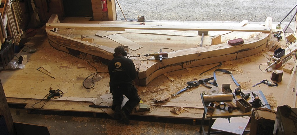 Her ser vi hvordan et bygd spant til Bankskøyta er lagt i to lag, og at det er ganske materialkrevende.